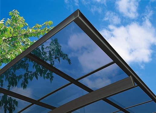 ↑スタンダードカーポートグランシリーズ共通 屋根ふき材ポリカ (アースブルー 見上げ B7_B7カームブラック_XCXX0159