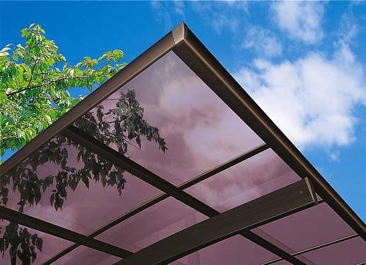 ↑レイナポートグランシリーズ共通 屋根ふき材ポリカ スモークブラウン 見上げ B1_部分_XCXX0160