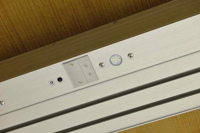 ↑ジーポートneo カーポート用ダウンライト 照度明るさ・人感センサー センサー設定スイッチカバーあり_部分_XCXX0715