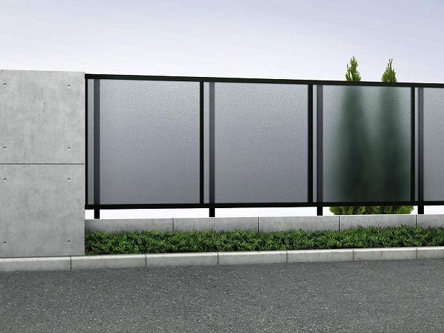 ↑ルシアス フェンス J01型 ポリカパネル T120 B7(自由柱施工_商品単体外観_XFB70456