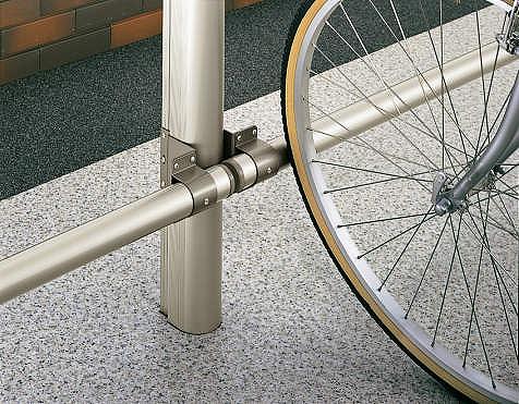 ↑サイクルキャップ 車止めバー:直径50mm H2_部分_XCXX0273