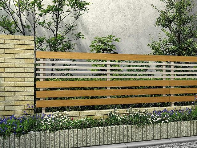 ↑ルシアス フェンス H04型 横板格子細横格子 T80 H2 W7_商品単体外観_XFW70451H2