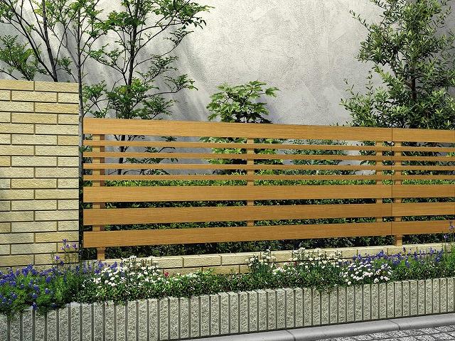 ↑ルシアス フェンス H04型 横板格子細横格子 T80 W7(自由柱施工_商品単体外観_XFW70451A