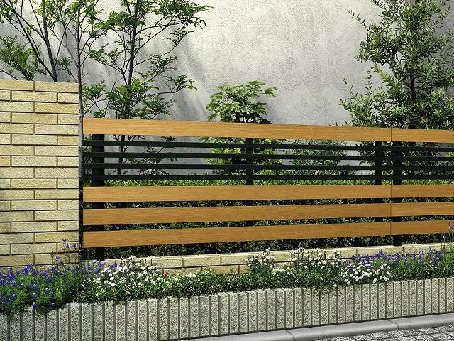 ↑ルシアス フェンス H04型 横板格子細横格子 T80 W7B7_商品単体外観_XFW70451B7