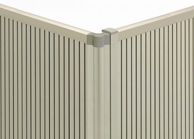 ↑シンプレオ フェンス 間仕切施工 目隠し角柱 H2__XFXX0749