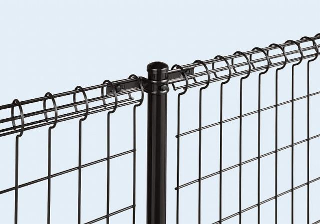 ↑イーネット フェンス2M型〈間仕切柱タイプ 中柱用部品(スチール 上部 TM_部分_XFXX0541